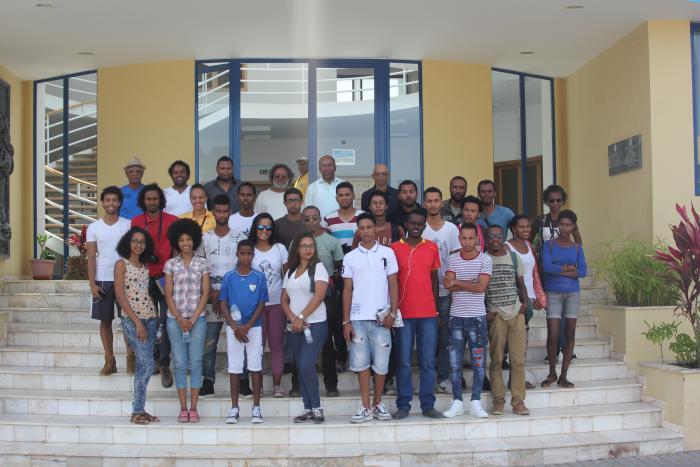 Foto captada na Câmara Municipal de Porto Novo, aquando da recepção da equipa pelo presidente e vereador.